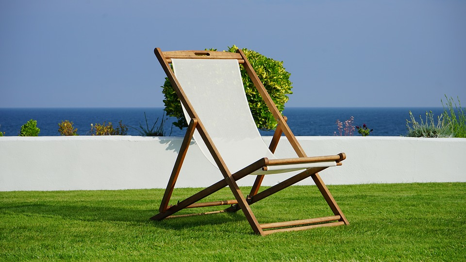 how to clean outdoor furniture - canvas chair