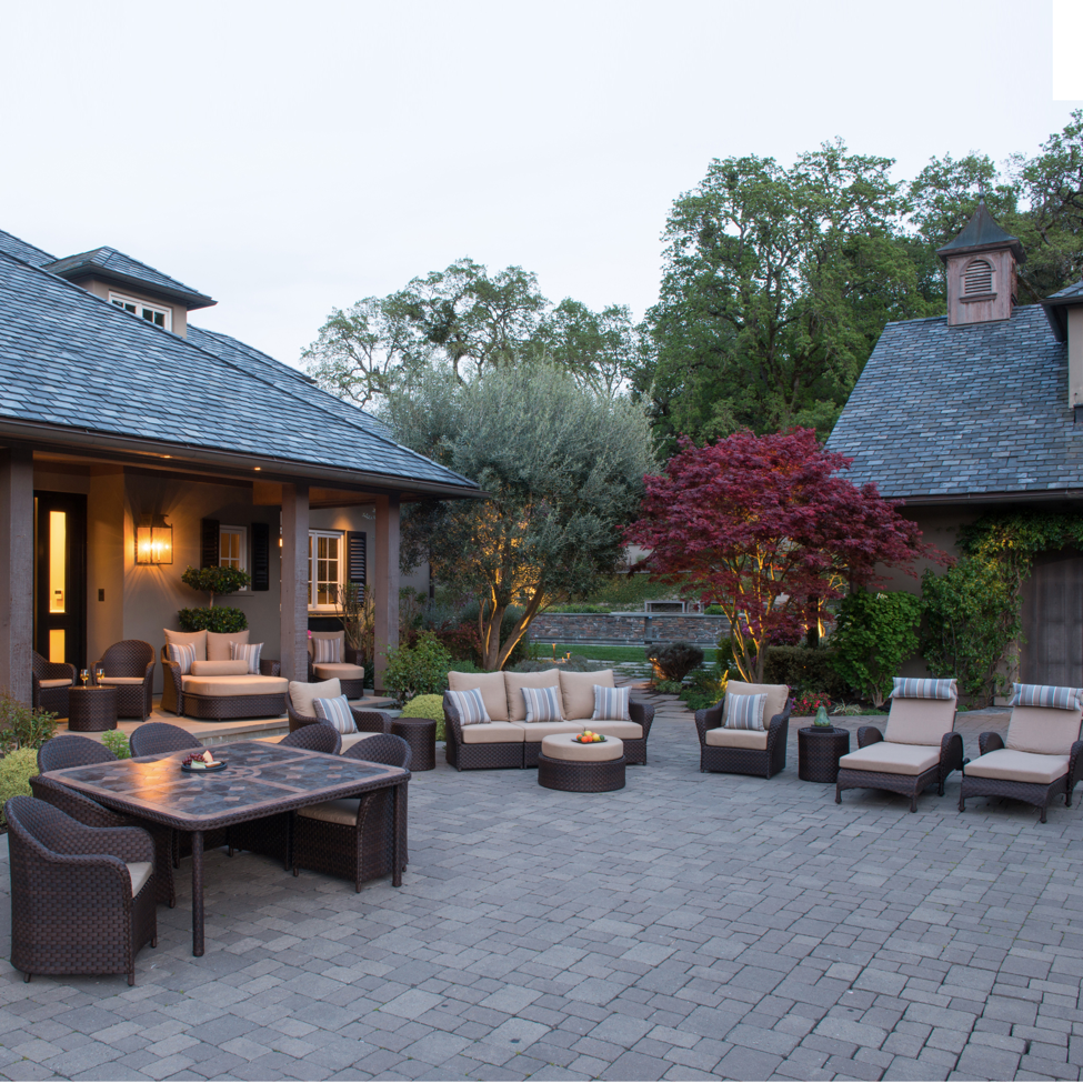 outdoor entertaining courtyard