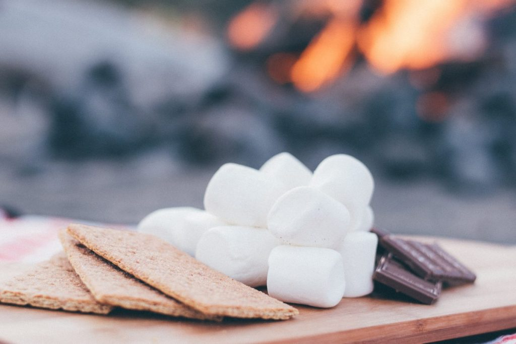 holiday outdoor entertaining - smores