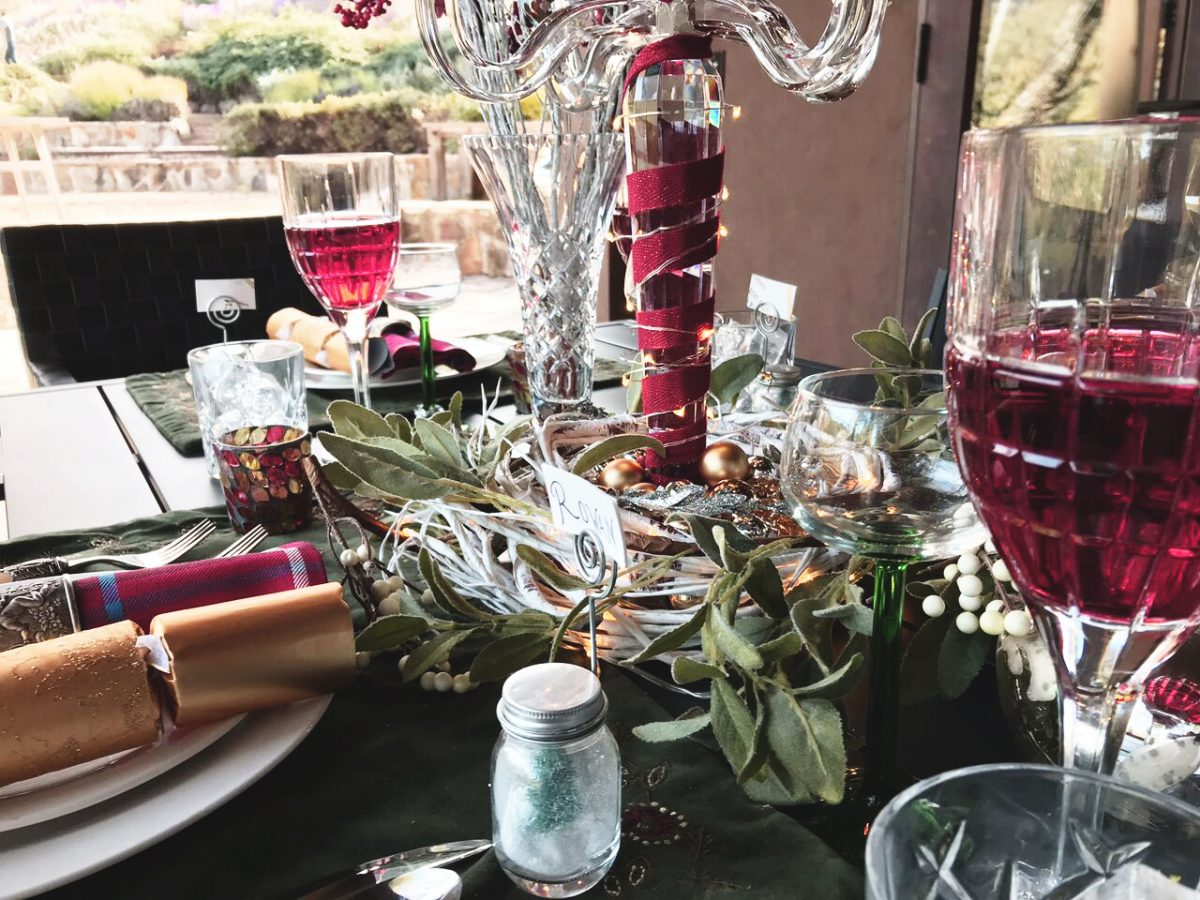 holiday outdoor entertainment - dining setup