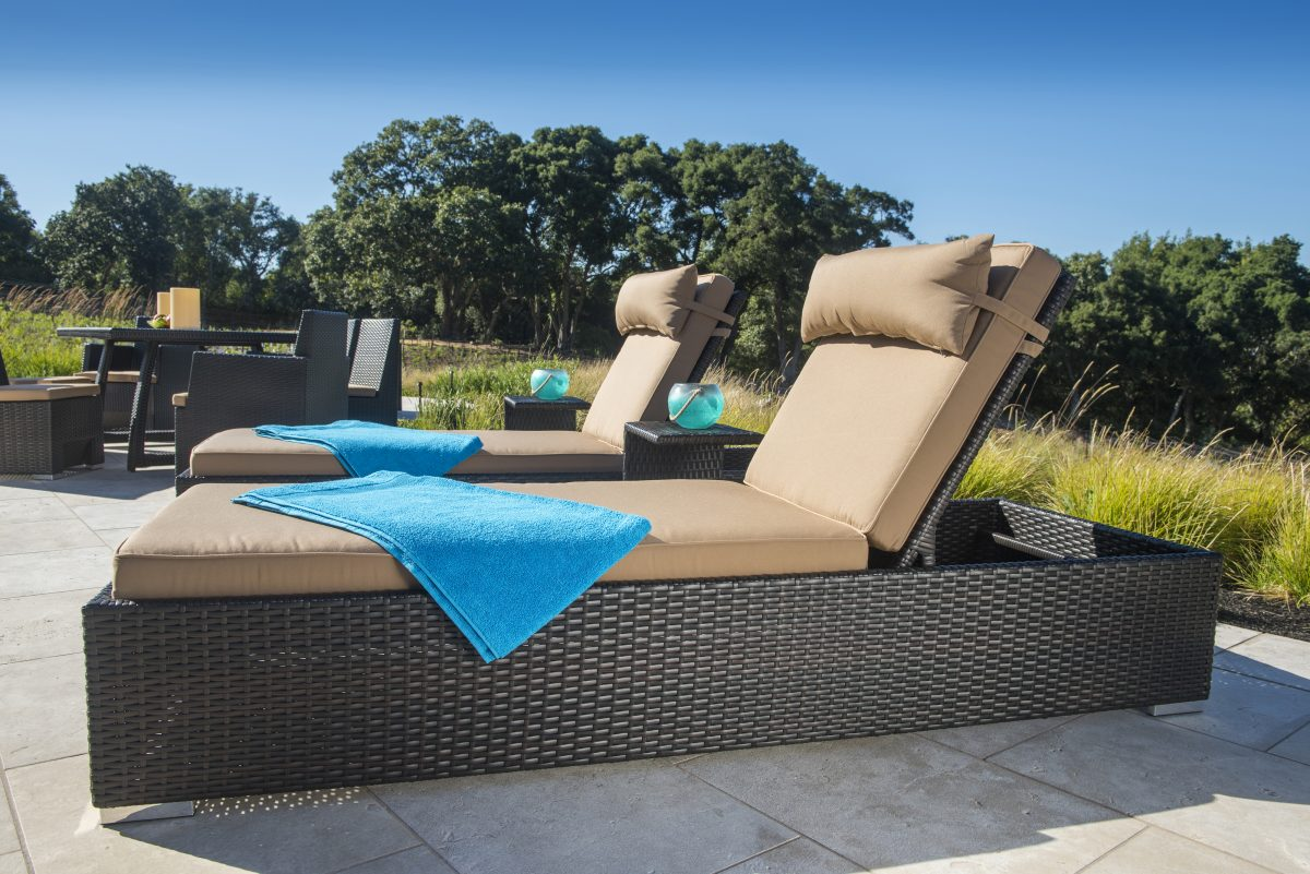 how to arrange patio furniture - chaise lounges