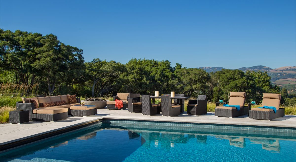 how to arrange patio furniture - poolside