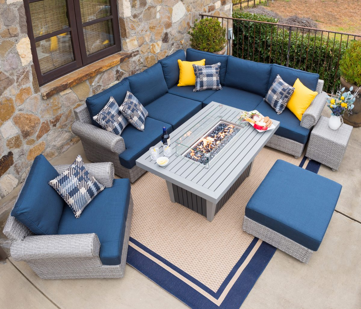 how to arrange patio furniture - sofa placed in corner