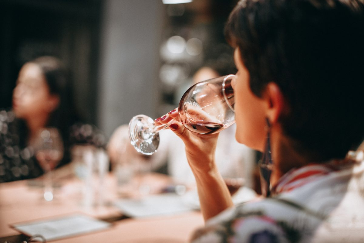 how to host a wine tasting party at home - how to taste wine